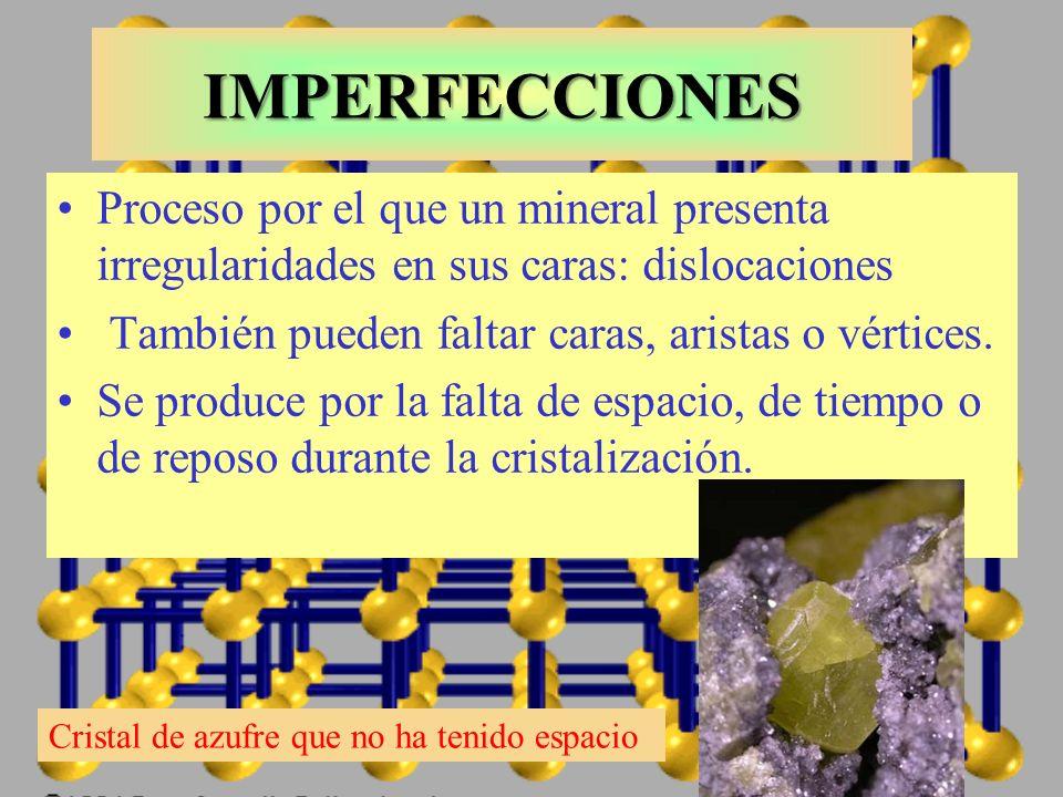 IMPERFECCIONES Proceso por el que un mineral presenta irregularidades en sus caras: dislocaciones. También pueden faltar caras, aristas o vértices.