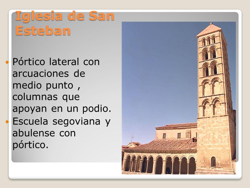 Iglesia de San EstebanPórtico lateral con arcuaciones de medio punto , columnas que apoyan en un podio.