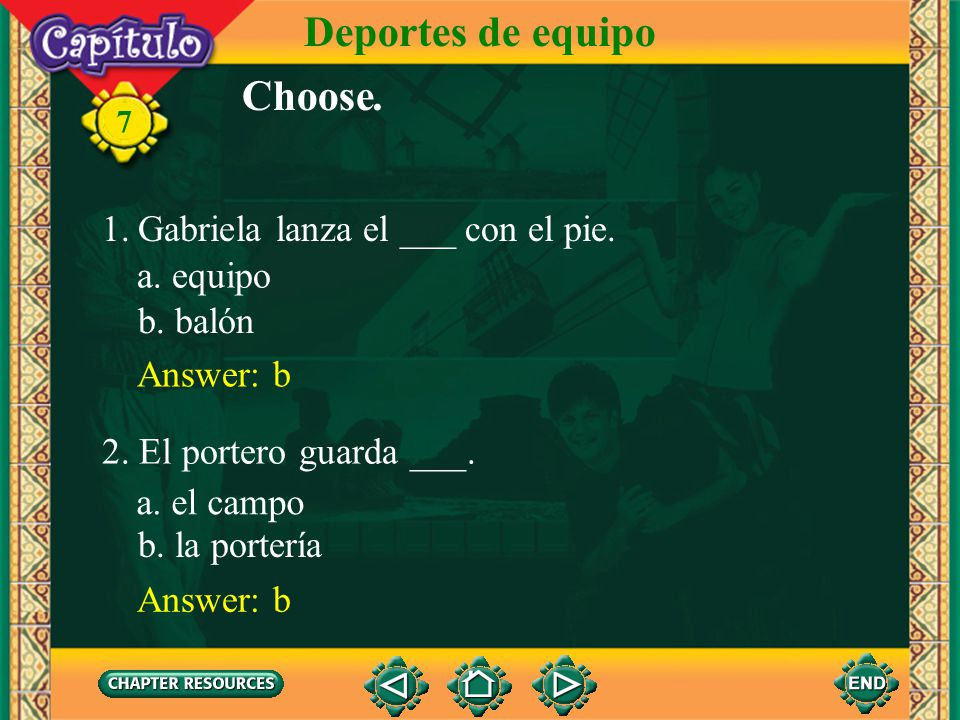 Deportes de equipo Choose. Gabriela lanza el ___ con el pie. a. equipo