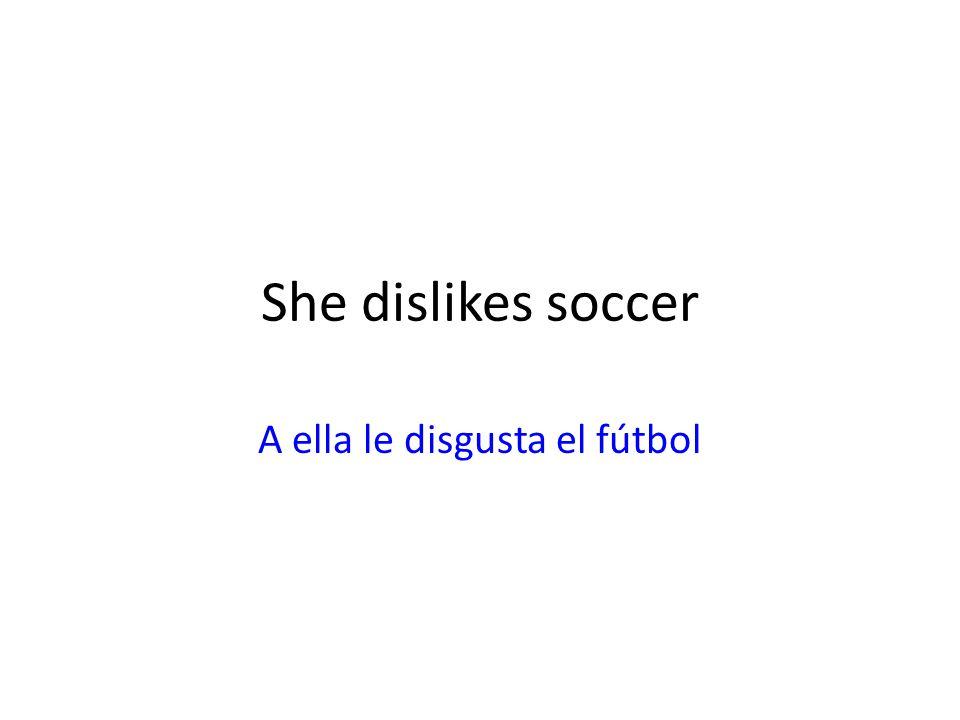 A ella le disgusta el fútbol