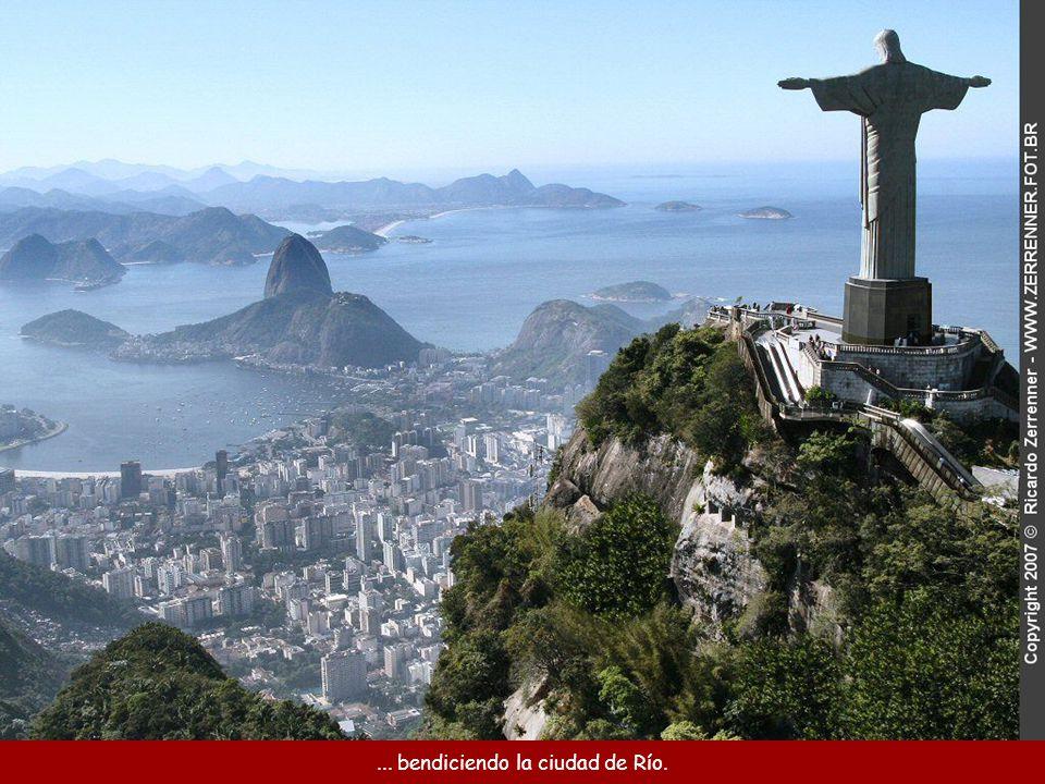 ... bendiciendo la ciudad de Río.