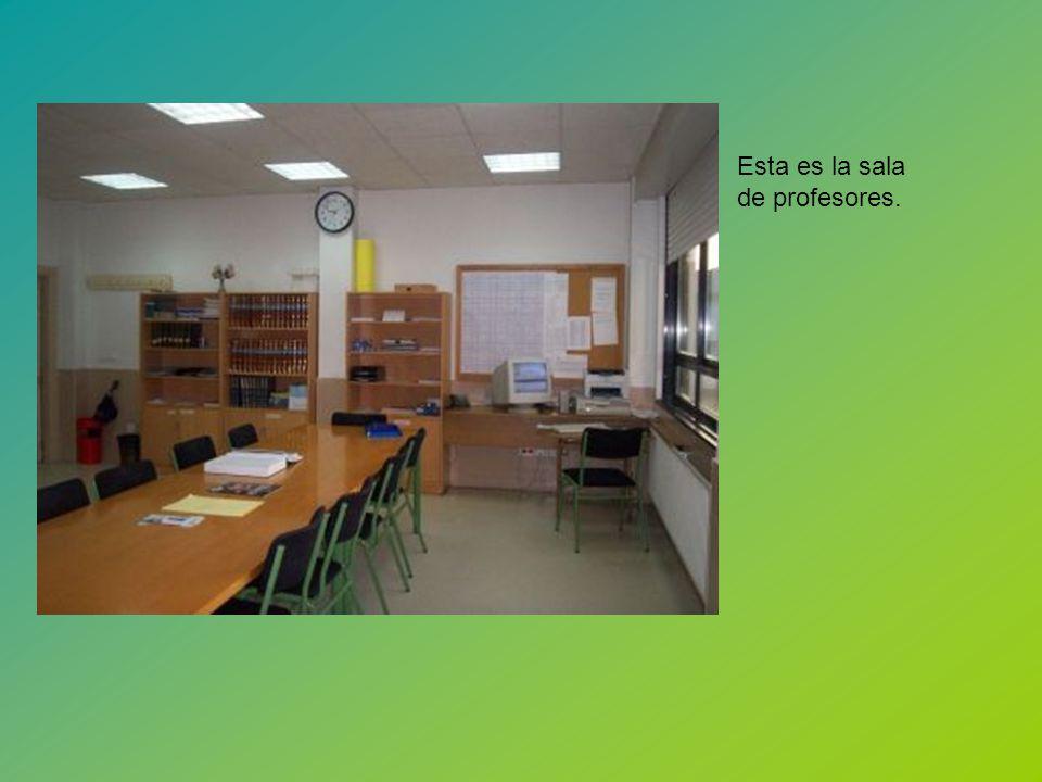 Esta es la sala de profesores.