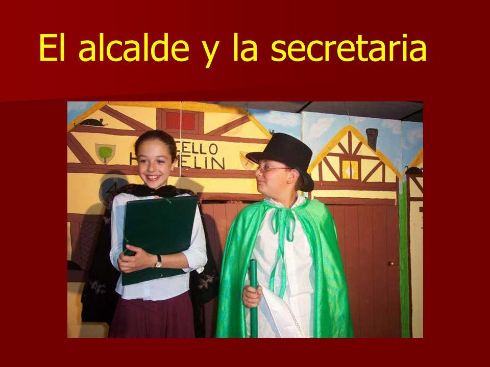 El alcalde y la secretaria