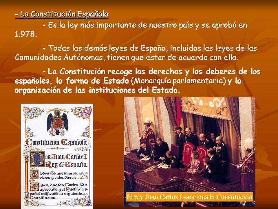 El rey Juan Carlos I sanciona la Constitución