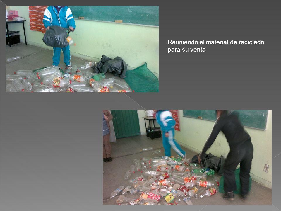 Reuniendo el material de reciclado para su venta