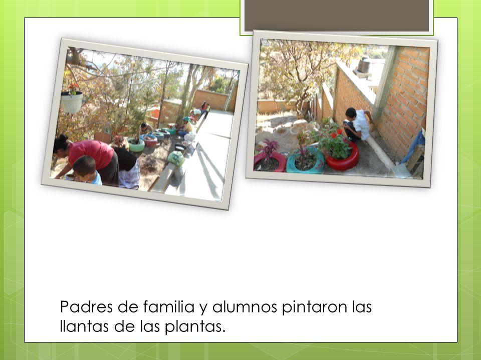 Padres de familia y alumnos pintaron las llantas de las plantas.