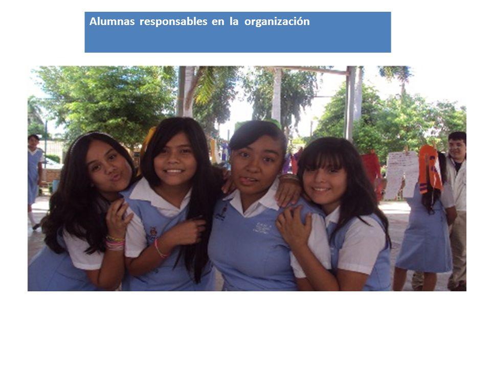 Alumnas responsables en la organización