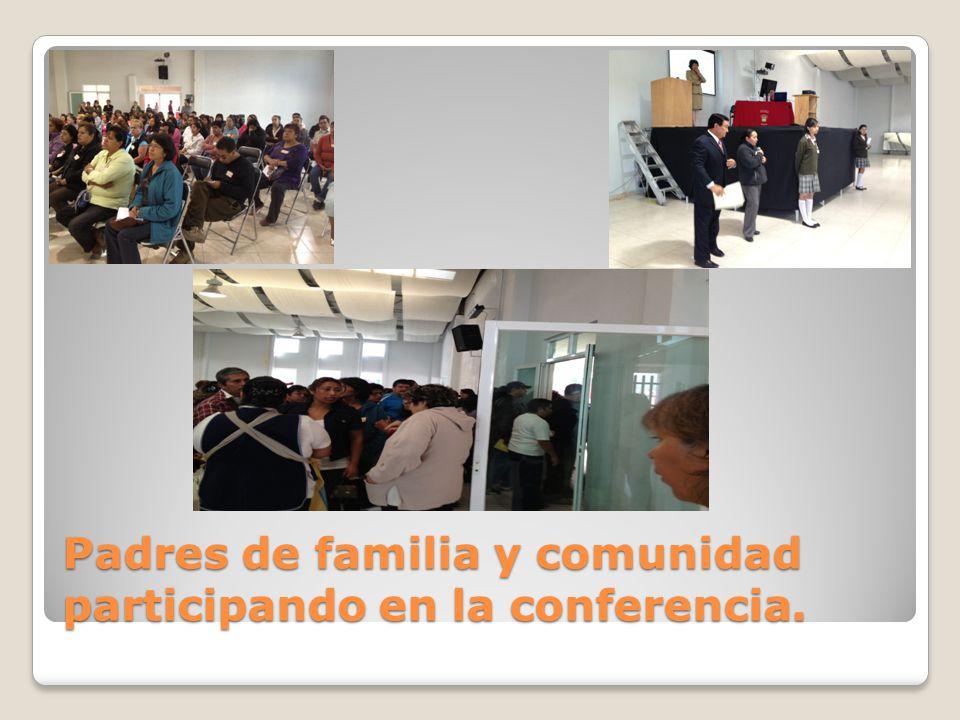 Padres de familia y comunidad participando en la conferencia.