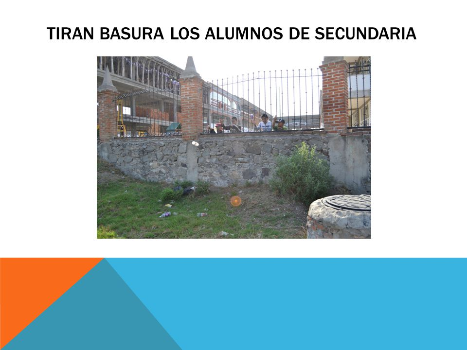 TIRAN BASURA LOS ALUMNOS DE SECUNDARIA