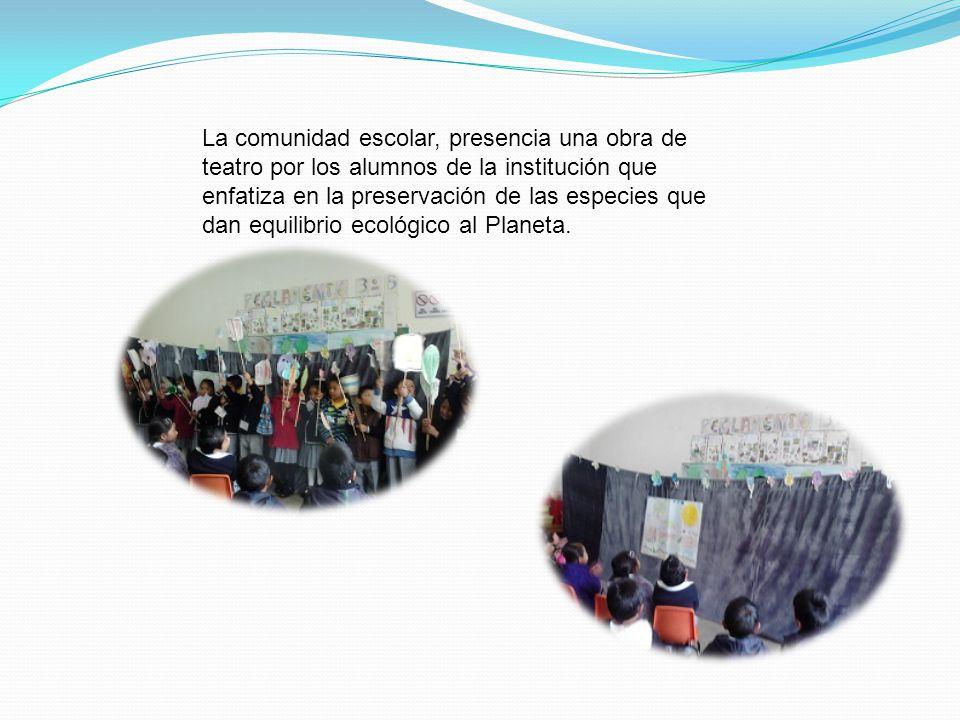 La comunidad escolar, presencia una obra de teatro por los alumnos de la institución que enfatiza en la preservación de las especies que dan equilibrio ecológico al Planeta.