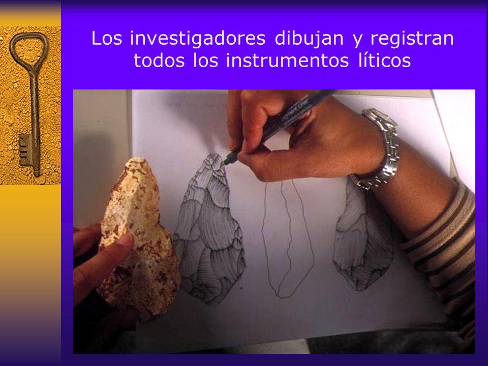Los investigadores dibujan y registran todos los instrumentos líticos