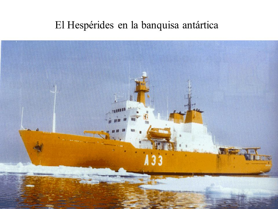 El Hespérides en la banquisa antártica