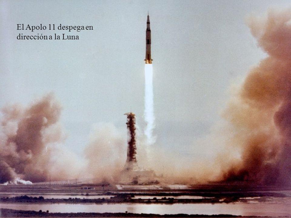 El Apolo 11 despega en dirección a la Luna