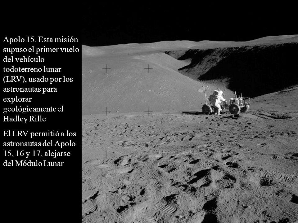 Apolo 15. Esta misión supuso el primer vuelo del vehículo todoterreno lunar (LRV), usado por los astronautas para explorar geológicamente el Hadley Rille