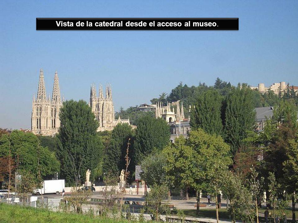 Vista de la catedral desde el acceso al museo.