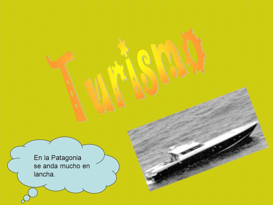 Turismo En la Patagonia se anda mucho en lancha.
