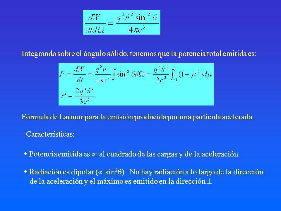 Integrando sobre el ángulo sólido, tenemos que la potencia total emitida es: