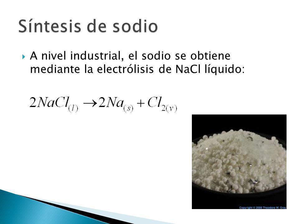 Síntesis de sodio A nivel industrial, el sodio se obtiene mediante la electrólisis de NaCl líquido:
