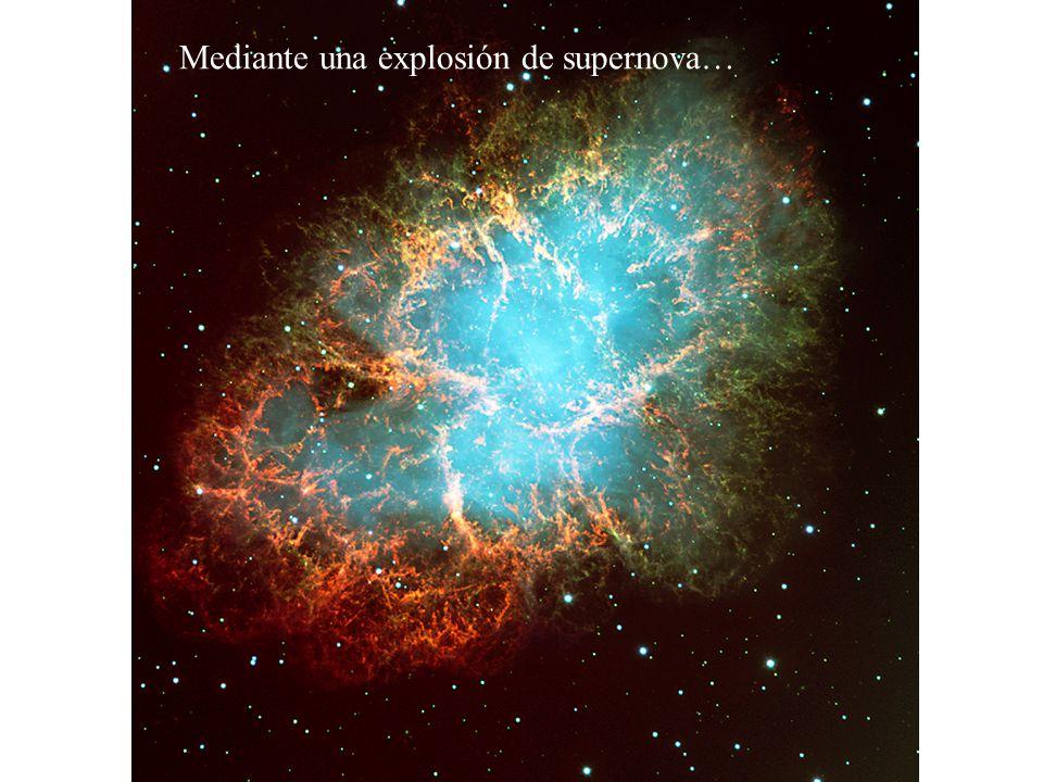 Mediante una explosión de supernova…