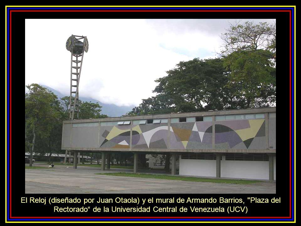 El Reloj (diseñado por Juan Otaola) y el mural de Armando Barrios, Plaza del Rectorado de la Universidad Central de Venezuela (UCV)