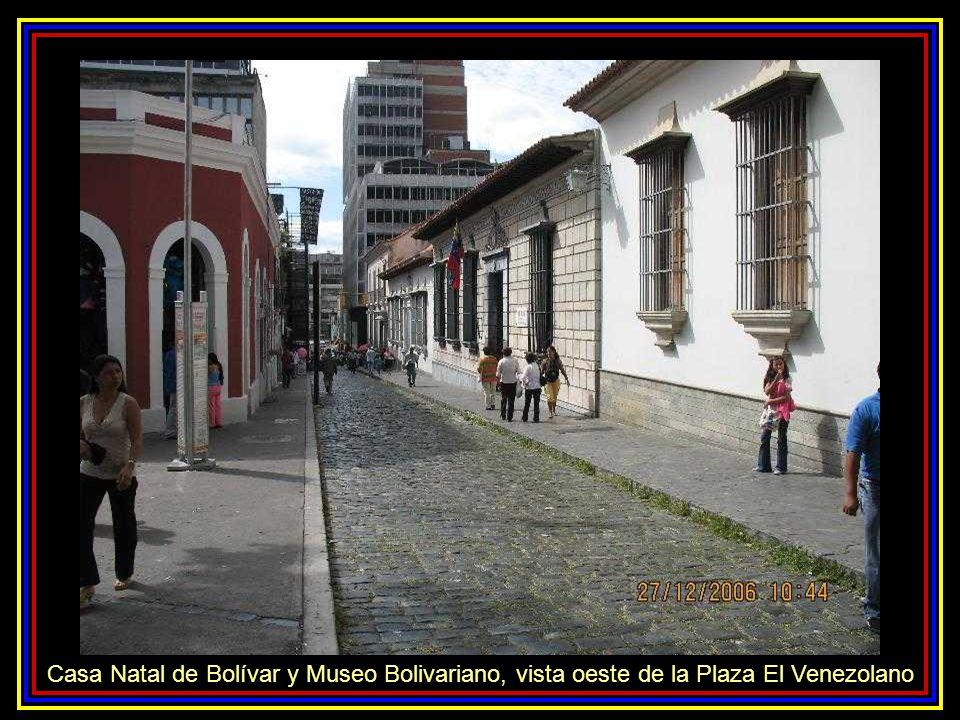 Casa Natal de Bolívar y Museo Bolivariano, vista oeste de la Plaza El Venezolano