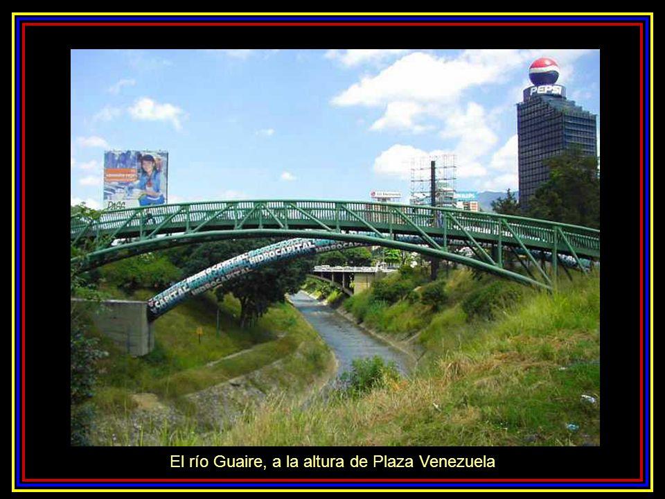 El río Guaire, a la altura de Plaza Venezuela