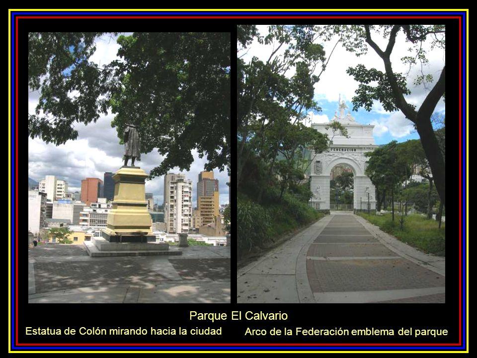 Parque El Calvario Estatua de Colón mirando hacia la ciudad