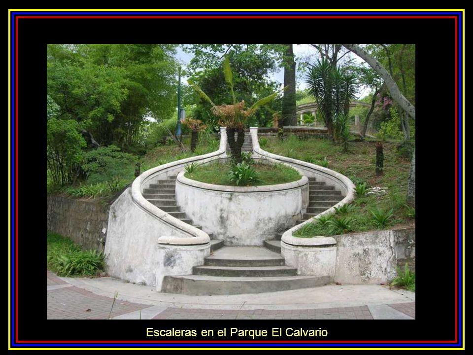 Escaleras en el Parque El Calvario