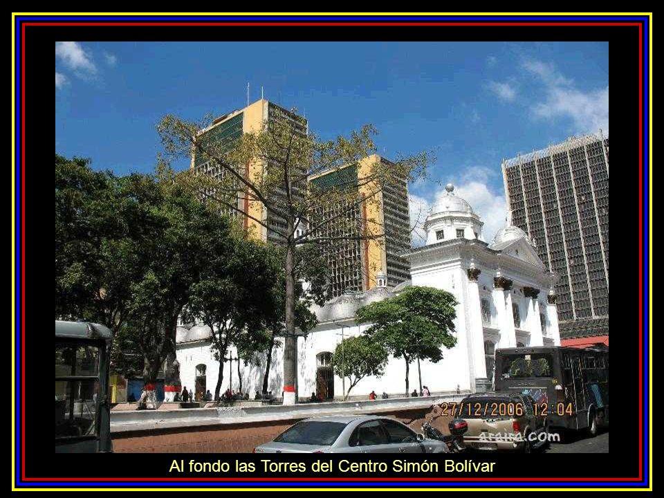 Al fondo las Torres del Centro Simón Bolívar