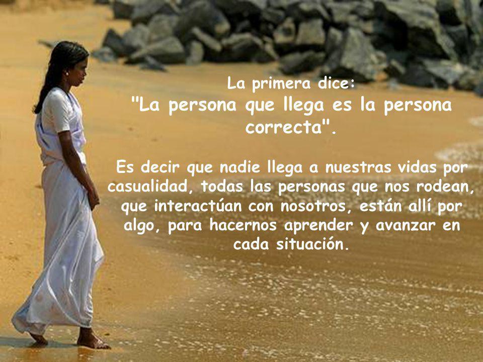 La primera dice: La persona que llega es la persona correcta .