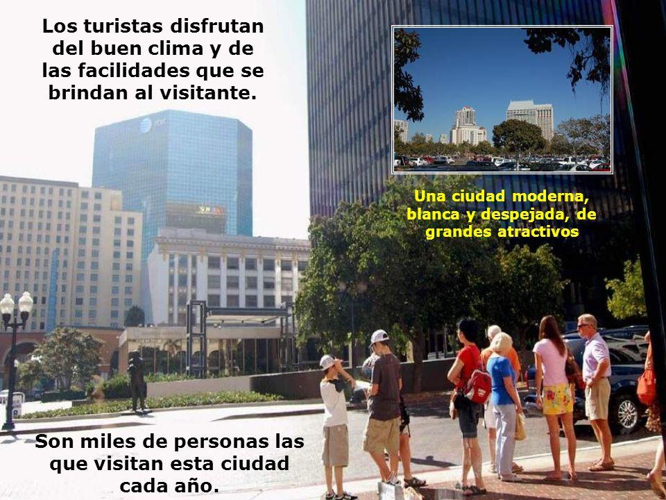 Los turistas disfrutan del buen clima y de las facilidades que se
