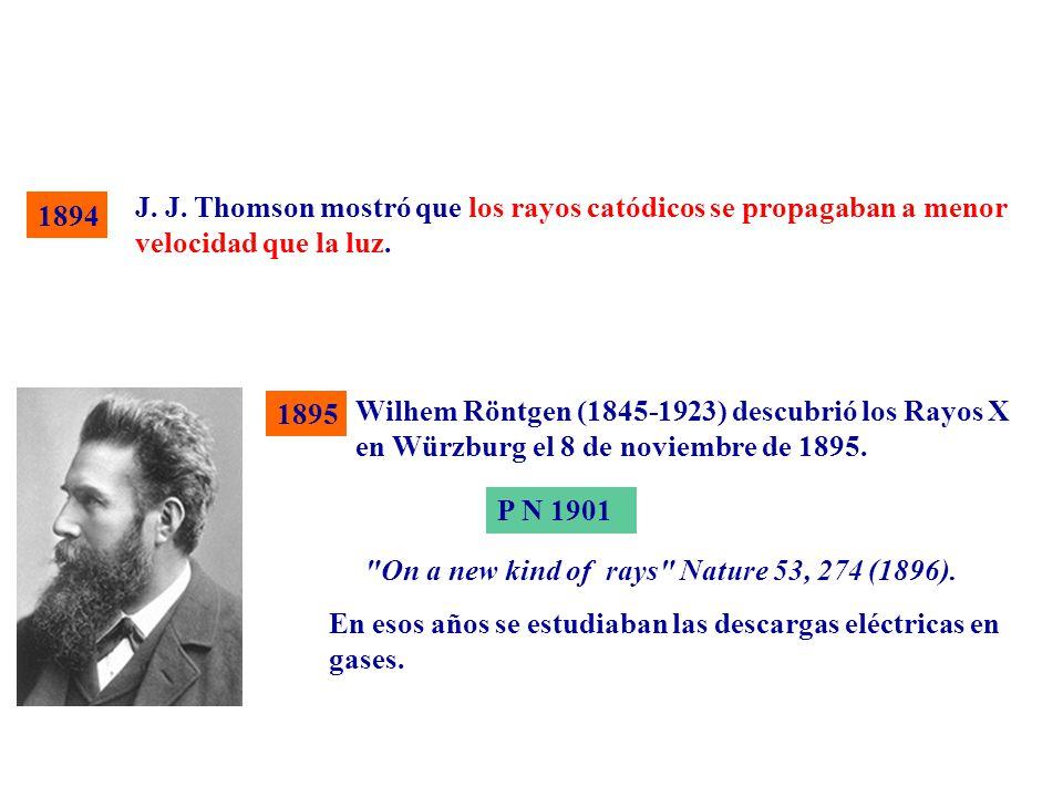 J. J. Thomson mostró que los rayos catódicos se propagaban a menor velocidad que la luz.