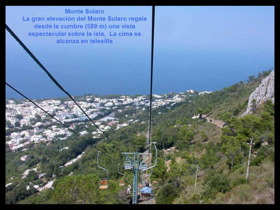 Monte Solaro La gran elevación del Monte Solaro regala desde la cumbre (589 m) una vista espectacular sobre la isla, La cima se alcanza en telesilla.