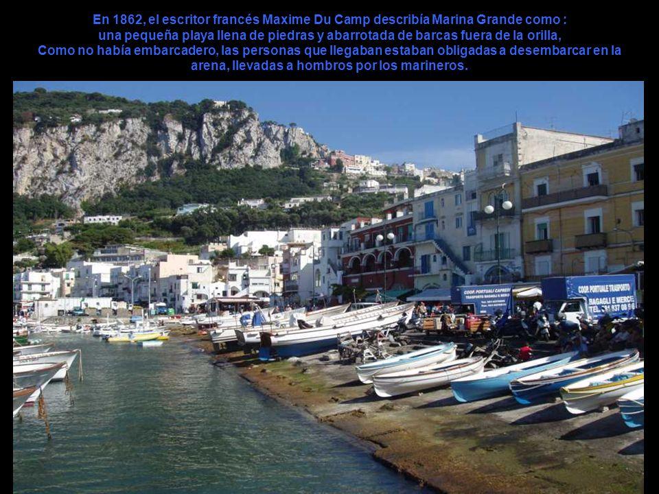 En 1862, el escritor francés Maxime Du Camp describía Marina Grande como : una pequeña playa llena de piedras y abarrotada de barcas fuera de la orilla, Como no había embarcadero, las personas que llegaban estaban obligadas a desembarcar en la arena, llevadas a hombros por los marineros.