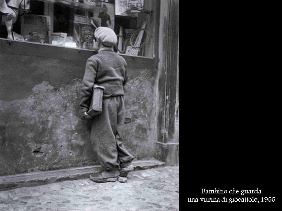 una vitrina di giocattolo, 1955