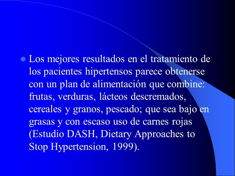 Los mejores resultados en el tratamiento de los pacientes hipertensos parece obtenerse con un plan de alimentación que combine: frutas, verduras, lácteos descremados, cereales y granos, pescado; que sea bajo en grasas y con escaso uso de carnes rojas (Estudio DASH, Dietary Approaches to Stop Hypertension, 1999).
