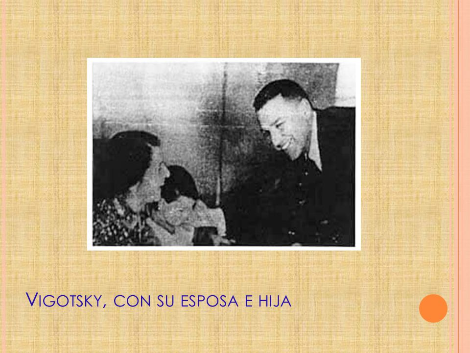 Vigotsky, con su esposa e hija