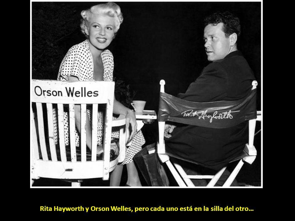 Rita Hayworth y Orson Welles, pero cada uno está en la silla del otro…