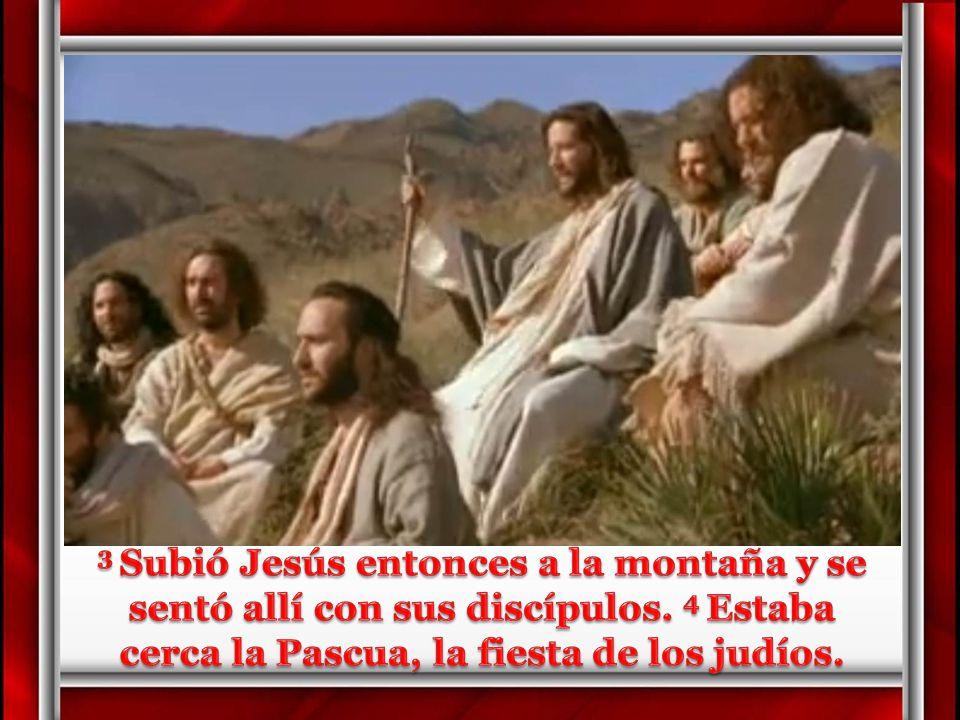 3 Subió Jesús entonces a la montaña y se sentó allí con sus discípulos