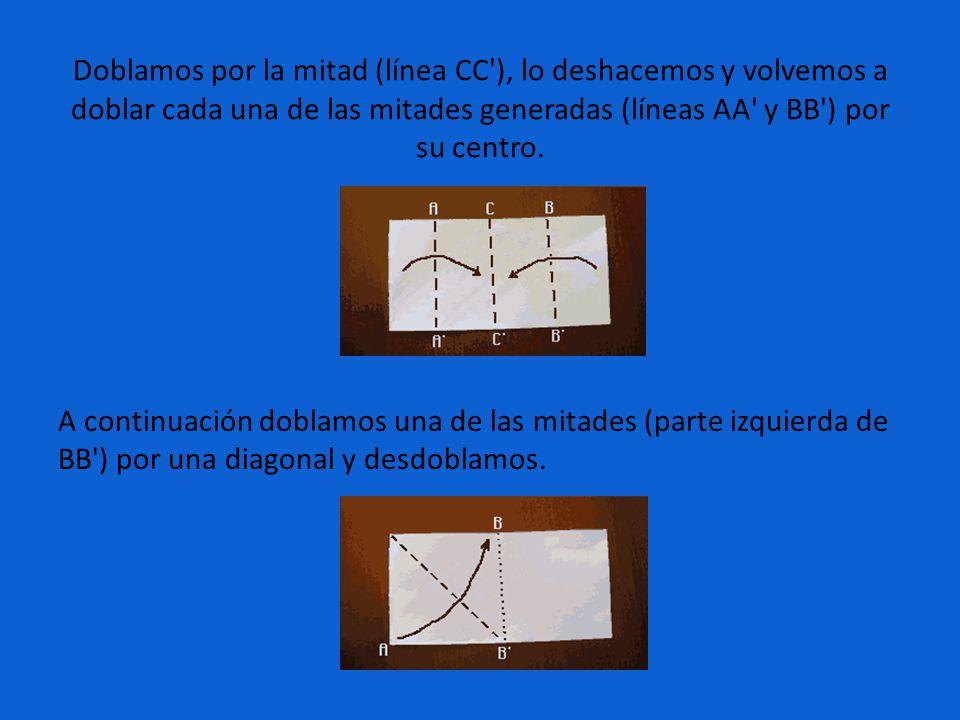 Doblamos por la mitad (línea CC ), lo deshacemos y volvemos a doblar cada una de las mitades generadas (líneas AA y BB ) por su centro.