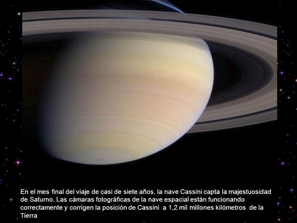 En el mes final del viaje de casi de siete años, la nave Cassini capta la majestuosidad de Saturno.