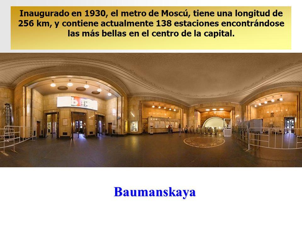 Inaugurado en 1930, el metro de Moscú, tiene una longitud de 256 km, y contiene actualmente 138 estaciones encontrándose las más bellas en el centro de la capital.