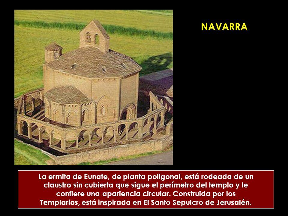NAVARRA La ermita de Eunate, de planta poligonal, está rodeada de un