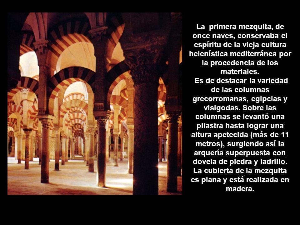 La primera mezquita, de once naves, conservaba el espíritu de la vieja cultura helenística mediterránea por la procedencia de los materiales.
