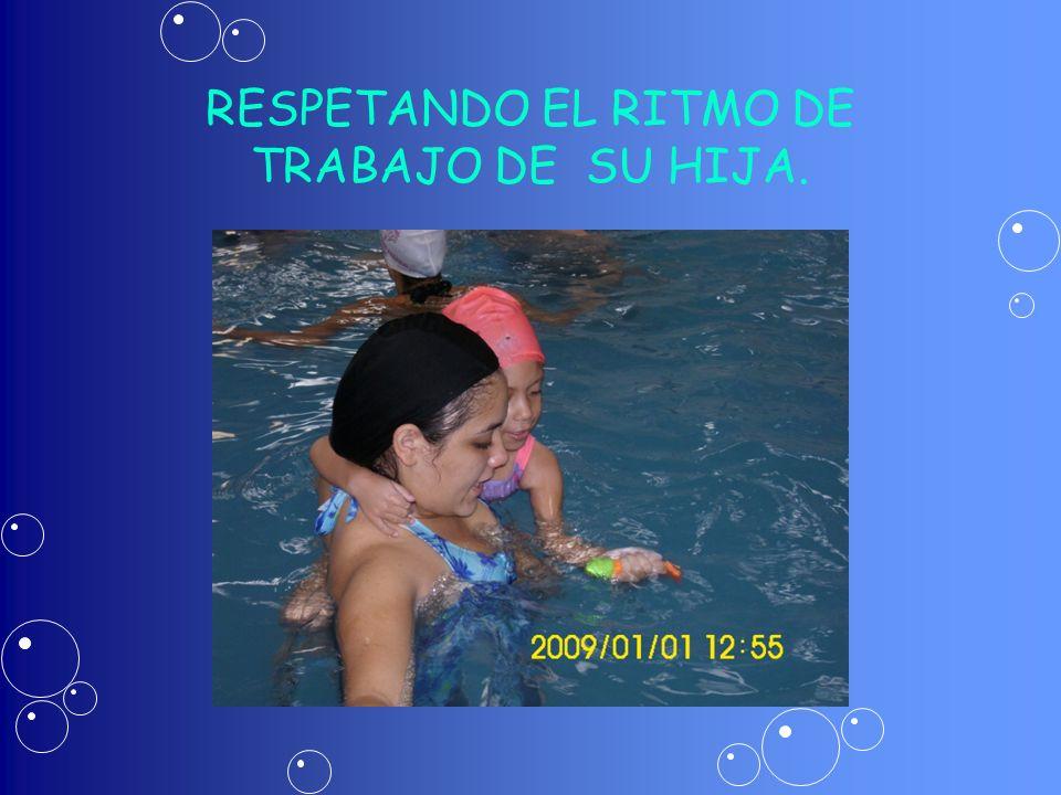 RESPETANDO EL RITMO DE TRABAJO DE SU HIJA.