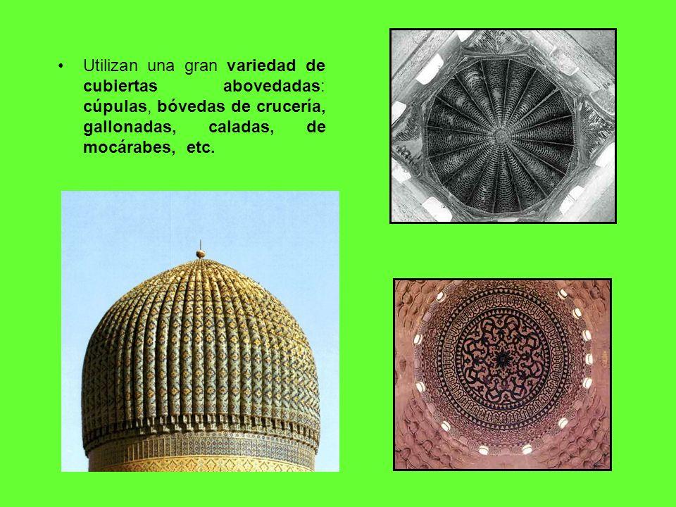 Utilizan una gran variedad de cubiertas abovedadas: cúpulas, bóvedas de crucería, gallonadas, caladas, de mocárabes, etc.