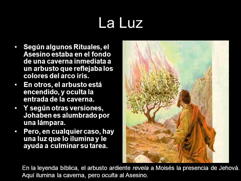 La Luz Según algunos Rituales, el Asesino estaba en el fondo de una caverna inmediata a un arbusto que reflejaba los colores del arco iris.