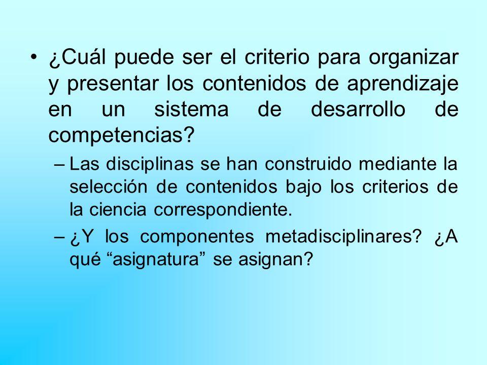 ¿Cuál puede ser el criterio para organizar y presentar los contenidos de aprendizaje en un sistema de desarrollo de competencias