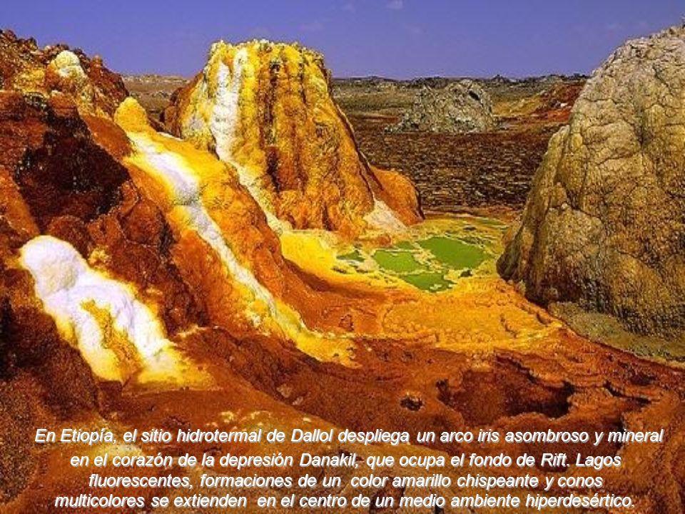 En Etiopía, el sitio hidrotermal de Dallol despliega un arco iris asombroso y mineral en el corazón de la depresión Danakil, que ocupa el fondo de Rift. Lagos fluorescentes, formaciones de un color amarillo chispeante y conos