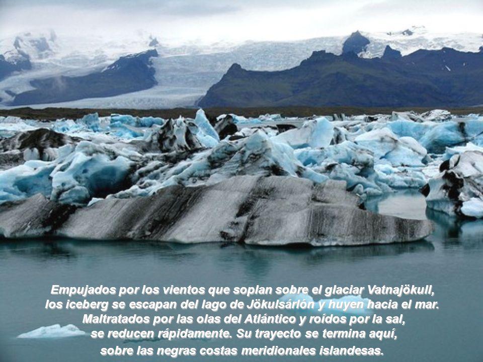 Empujados por los vientos que soplan sobre el glaciar Vatnajökull,